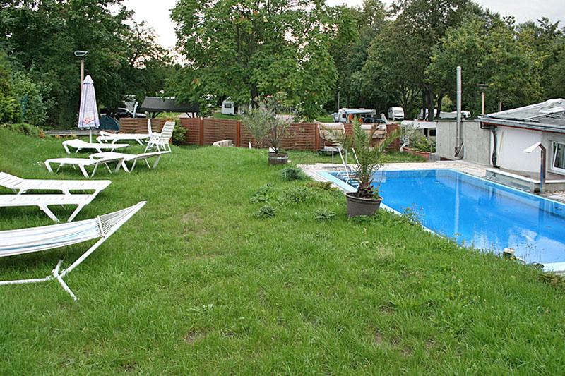 Swimmingpool, Liegewiese Campingplatz Mockritz